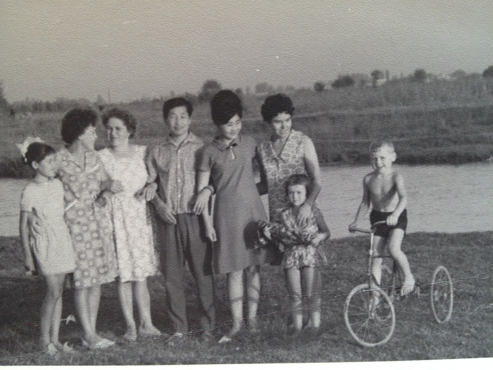 A true friendship of people in Tashkent in the late 1960s: Russians, Tartars and Koreans together, having rest near the Karasu river.