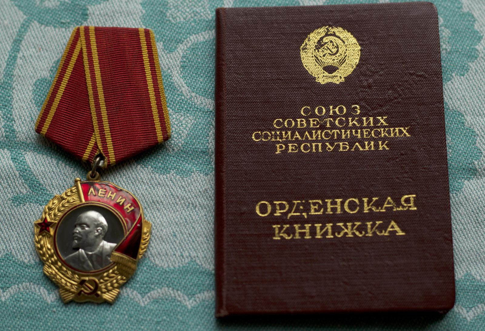 Lenin's medal and certificate book